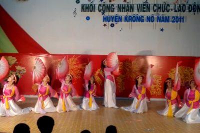 Văn nghệ 2011 – GV múa