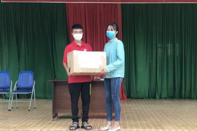 Tiếp sức mùa thi: Học sinh lớp 8 tặng 1300 khẩu trang cho anh chị lớp 12 tham gia thi Tốt nghiệp trong mùa dịch