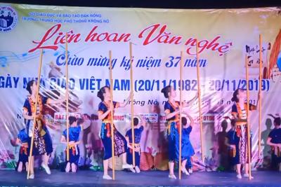 Video Đêm diễn văn nghệ chào mừng ngày Nhà giáo Việt Nam năm 2019